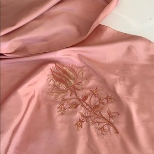 Scarf vintage embroidery/cut work dusty rose.